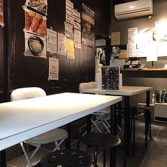 4名様向けのテーブル席を2卓ご用意しております。2卓ご利用で8名様までお座り頂けます。ご友人同士の飲み会や女子会、会社帰りの飲み会など様々なシーンにご利用下さい♪ぜひお気軽にお立寄り下さい。[蒲田 蒲田駅 ワイン 刺身 鮮魚 誕生日 牡蠣 居酒屋 宴会 スパークリングワイン 日本酒]
