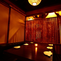 会社宴会や大型宴会・パーティーにピッタリな広々個室をご用意!柔らかな照明灯る優美な空間が特別なご宴会を演出します♪旬の味覚愉しむ本格料理と銘酒で贅沢なご宴会をお楽しみ下さい