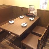 2名から4名様まで使えるテーブル席♪