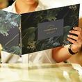◆メニューブックはオリジナルデザインを使用◆「enamel.」がデザインしたオリジナルのボタニカルデザインを使用したTHEFLOWERTABLEオリジナルのメニューブック。