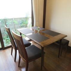 4名様用のテーブル席は2卓ご用意しております。