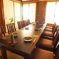 2階の完全個室のお部屋です。人数に関しましては7~18名様用となっておりますが、できる限り柔軟にご対応致しますので、お気軽にご相談下さい。テーブル席、お座敷にも変更可能となっております。