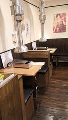【テーブル】2名掛けも2卓ご用意しております!デートでの利用の際などお一人でも焼肉をゆっくりお楽しみください★