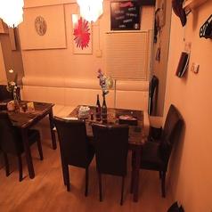 テーブルソファ席は2~10名様までご利用可能♪ゆったり座れるので女子会や各種宴会におすすめです!