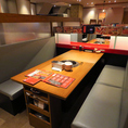 6名様までご利用可能な少し広めのテーブル席もご用意しております。各テーブル仕切りで区切っているので周りを気にせずにお過ごしいただけます!ご家族でのお食事や少人数での宴会などに最適◎