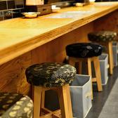 カウンター席も完備。仕事帰りにお一人様でのご来店も歓迎です。カウンター席からは調理したてのサバ料理をお出ししています♪