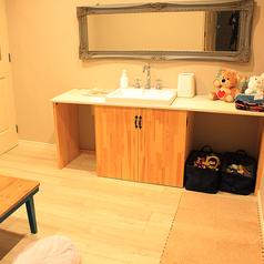 一番人気のこじんまりとした個室。なんと室内に洗面台が完備!