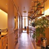 和モダンの店内には緑などを入りとれもリラックスできる店内空間を目指しました。店内の貸切は最大60名様迄可能◎