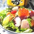 料理メニュー写真海鮮たっぷりサラダ