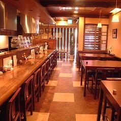 【1階カウンター席】1名×12席【1階テーブル席】4名×3席「和」を基調とした趣きある店内で職人の業で食す串ふらいとお酒をご堪能頂けます。