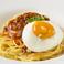 料理メニュー写真(トマトソース)ミートスパゲッティ 目玉焼きのせ