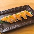 料理メニュー写真鶏炙り寿司