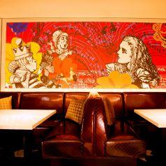 ワンダーランドの舞踏会 U字型のソファー席は落ち着いておしゃべりしたい女子会におすすめ★