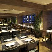タワーテラスでは採れたての旬の恵みを和洋多彩な味をビュッフェ形式でおもてなし。オーガニック野菜や京都産野菜など新鮮野菜からパティシェ特製スイーツをバラエティ豊かにお召し上がりください。
