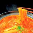 〆はチーズリゾット・雑炊・きしめん・ラーメンの4種類をご用意◎どれも大人気の〆のお供です♪お酒を飲んだ後の〆にはぷりぷりの麺とツルツルした喉越しが魅力の「ラーメン」が人気!!お腹がいっぱいでも入ってしまう美味さです♪甘辛のスープが麺によく絡み絶品…♪