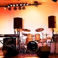 ステージ&楽器、機材も充実しております。
