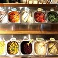 ランチは人気のサラダビュッフェのご用意ございます◎毎日12種以上の野菜とキヌアなどのスーパーフードが並び、さらにスープ、自家製フォカッチャ、ドリンクバーまでビュッフェには含まれております♪