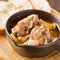 料理メニュー写真鶏肉とハーブのオイル煮
