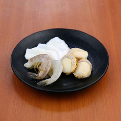炭火焼(イカ・ホタテ・海老)/海鮮焼き盛合せ/海鮮チヂミ