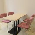 テーブル席は近隣オフィスのランチ等にも居心地の良い空間