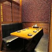 テーブル席は禁煙席・喫煙席の2ブロックに分かれております。当店は喫煙者の方にもお煙草の煙が苦手な方にも、皆様にとって快適な空間づくりのため尽力しております。お子様連れや年配の方にも安心◎お煙草が苦手な方は予めご相談ください!