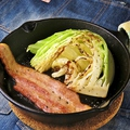 料理メニュー写真キャベツとベーコンのグリル