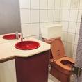 ●女性用お手洗い(3個室あり・全ての個室内に鏡とお手洗いスペースがございます)