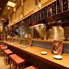 カウンター席うちのスタッフはみんなおしゃべり好き☆カウンターに座ったら気まぐれで寿司がサービスでくるかも・・・。
