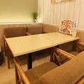 ■4名様用 テーブル席■お1人様ずつ深々とゆっくり掛けられる落ち着いた色合いのお席。