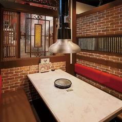 プライベート感たっぷりのテーブル席で、美味しい焼き肉をお楽しみください♪