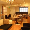 【中2F】テーブル&ソファのアットホーム空間。フロアの貸切で個室的にご利用いただけます☆