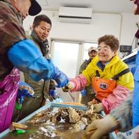朝獲れ!石巻産牡蠣の蒸し焼きなどの旬の魚介