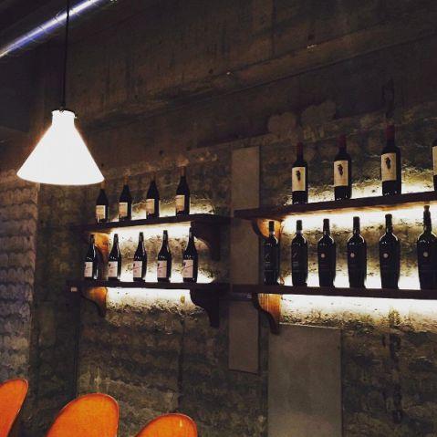 当店では、厳選のワインをご用意しており、日々新しいワインをスタッフで飲み比べて全員が納得した一本を提供するようにしています。ワイン好きの方はぜひ飲み比べをしてみてください!