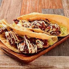 ジャークチキンタコス(2個) Jerk Chicken Tacos (2 Pieces)