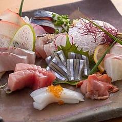 大皿と魚 とびこの写真