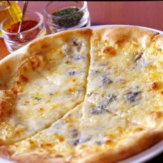 ナポリ風 クワトロフォルマッジ ~4種チーズのピッツァ~