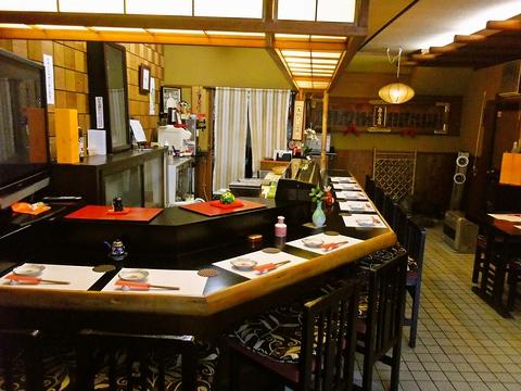 和と洋を融合させた寿司懐石が楽しめる、創業140年の老舗寿司料理店。