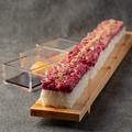 料理メニュー写真60センチ 牛ユッケ寿司