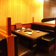 【個室感覚ソファーボックス席♪】4名様席♪すだれを使えば個室感覚でご利用いただけます♪デートやご家族でのお食事にもぴったり◎