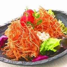 料理メニュー写真パリパリポテトサラダ/湯葉と長芋のチーズ焼き