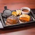 料理メニュー写真チーズのせ牛っと!こぶしハンバーグ(200g)