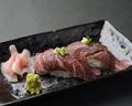 料理メニュー写真和牛炙り寿司(赤身2貫)