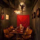 メインフロアから離れた半個室空間のテーブル席は連結すると8名様~最大10名様までご利用頂けます。※通常は4名様×2卓