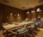 8名様、12名様収容可能の個室がございます。ご利用シーンなどに合わせてご利用ください。