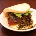 料理メニュー写真割包(ガパオ:高菜と角煮の台湾バーガー) 1個