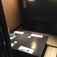 個室は2名~利用可能!黒が基調の落ち着いた雰囲気の個室でお酒をお楽しみ下さい☆