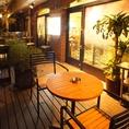 ■2名様 テラステーブル席(喫煙可)■開放的なウッドデッキのお席。お外のお席とはいっても隠れ家のような立地のお陰で静かにゆっくりお過ごし頂けます♪喫煙席としてもご利用頂けます。