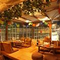 【小上がり4名琉球畳席】テーマは【タイの安っぽい屋台風】タイのざわついた感じが出ています。落ち着きます♪当店自慢のエスニック料理とベストマッチな空間☆テーブル合わせて8~10名様にも対応可能。さらに船橋の夜景を一望できますよ。 「Funabashi Baseあそび船橋店」
