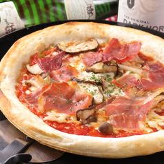 プロシュートとキノコのピザ