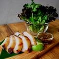 料理メニュー写真豚トロのタイ風BBQグリル たっぷりハーブと野菜で巻いて